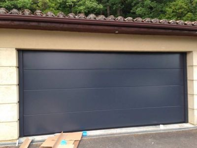 Porte de garage sectionnelle gris anthracite